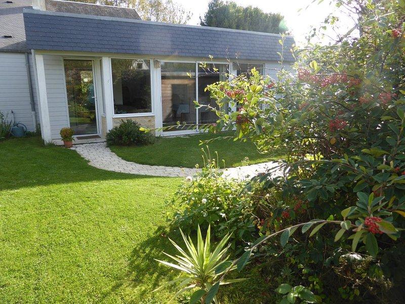 Maison confortable au coeur de Bayeux  avec jardin et garage privé, casa vacanza a Bayeux