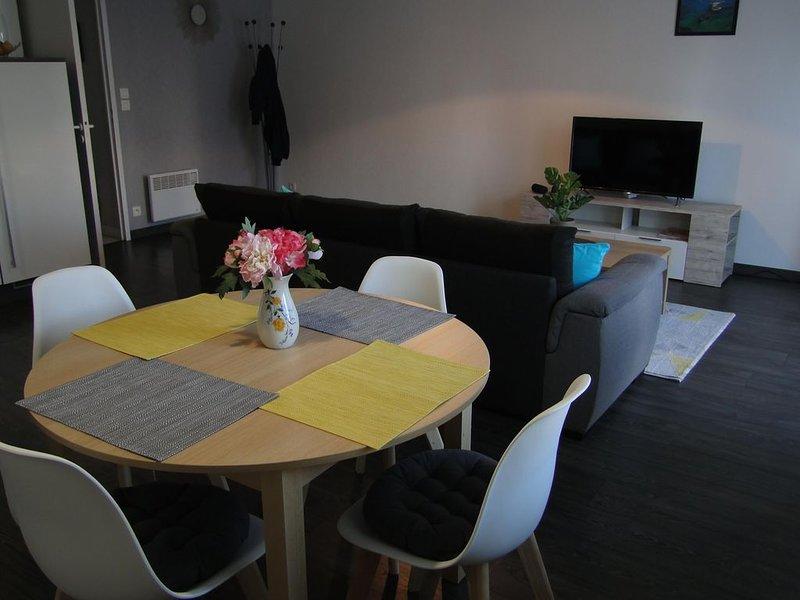 APPARTEMENT T2 AU CENTRE DE CONCARNEAU, TERRASSE, PARKING PRIVE, holiday rental in Concarneau