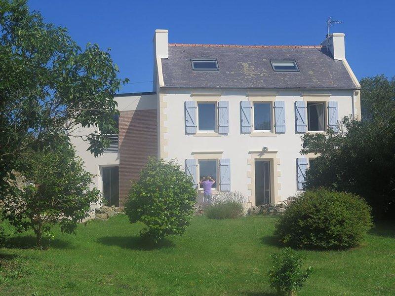 Le charme irrésistible d'une maison des années 30 proche de la mer, vacation rental in Cleden-Cap-Sizun