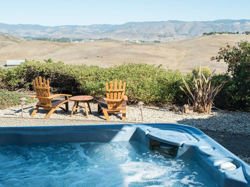 Enjoy the Hot Tub with a view of the Valley! Constantly heated to 103° D/34°C