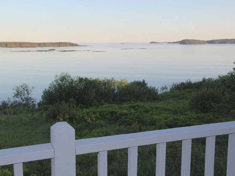 Family Friendly Cottage With Beautiful Ocean Views, alquiler de vacaciones en East Machias