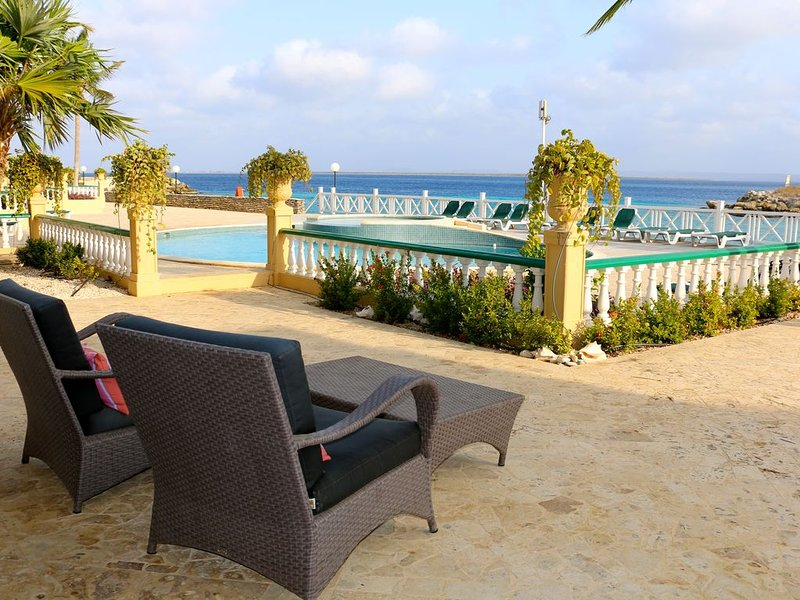 Port Bonaire A601- Beautiful oceanfront condo near beach with onsite diveschool., location de vacances à Kralendijk