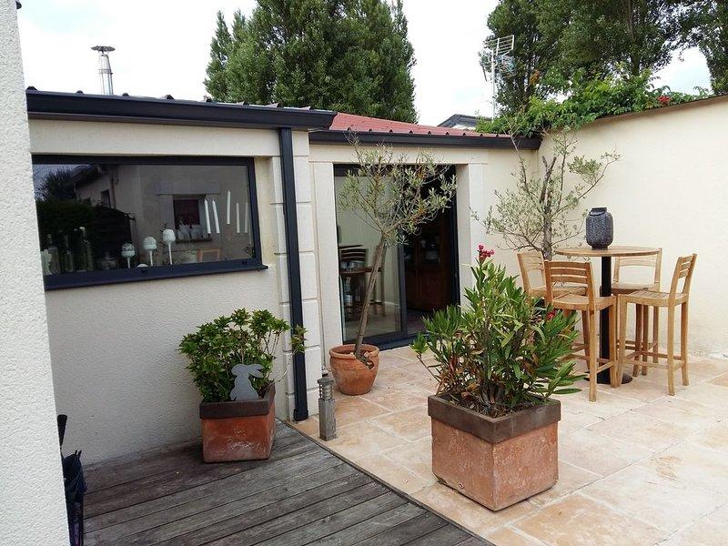 Villa de charme en bord de mer dans un environnement calme et sécurisé, holiday rental in Cabourg