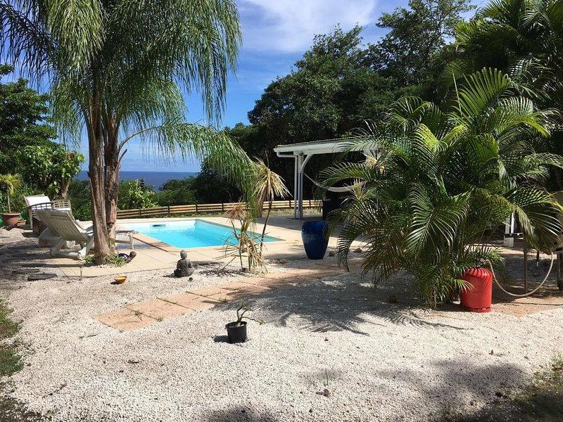Maison en bois type F3 avec piscine au sel, vacation rental in La Trinite