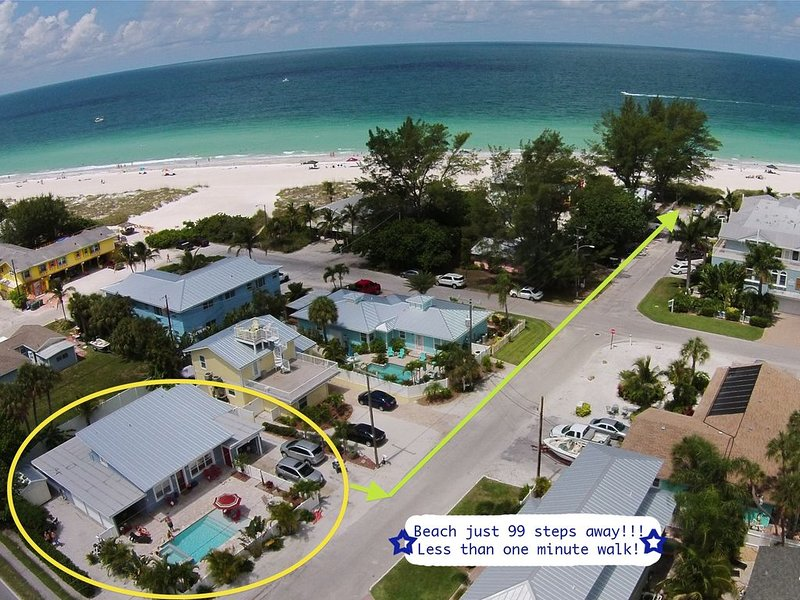 Coastal Charm Meets Cottage Chic! Sparkling  Pool/Spa *4 Doors To The Beach*, holiday rental in Holmes Beach
