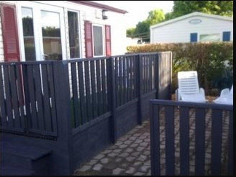 loue mobil home 4 adultes 1 enfant, vacation rental in La Lucerne-d'Outremer