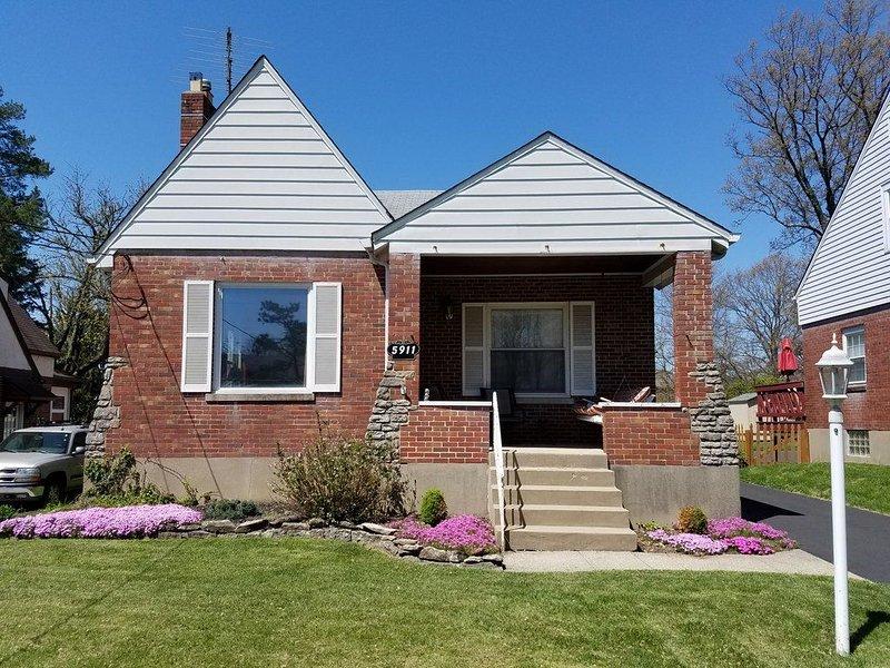 Pleasant Ridge - 8 miles from downtown Cincinnati in a walking neighborhood, holiday rental in Liberty Township