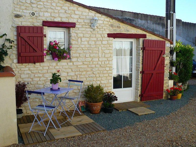 Maisonnette à proximité du centre ville de JARD sur Mer, holiday rental in Jard-sur-Mer
