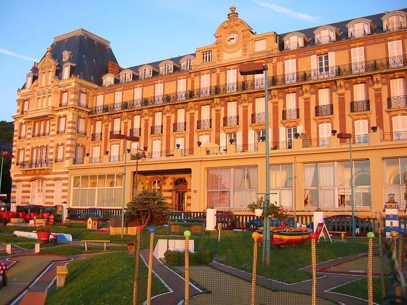 Appartement agréable dans un immeuble de caractère, proche plage et centr, location de vacances à Houlgate
