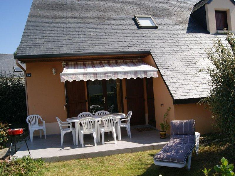 Maison dans résidence, 300 M des plages avec piscine et terrain de tennis, vacation rental in Gestel