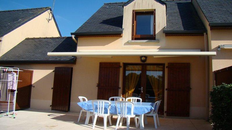 Maison charmante dans quartier residentielle avec piscine, vacation rental in Gestel