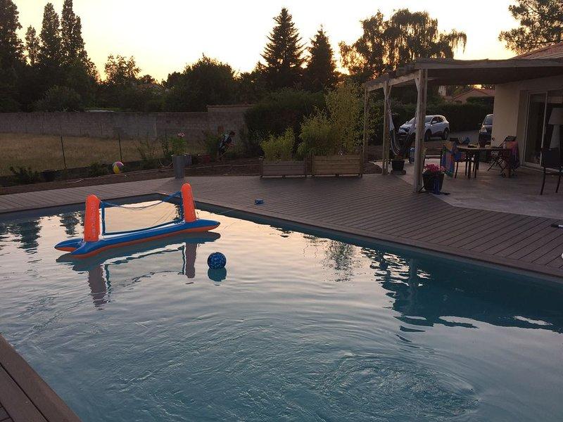 Maison de plein pied avec  piscine chauffée, holiday rental in Port-Saint-Pere