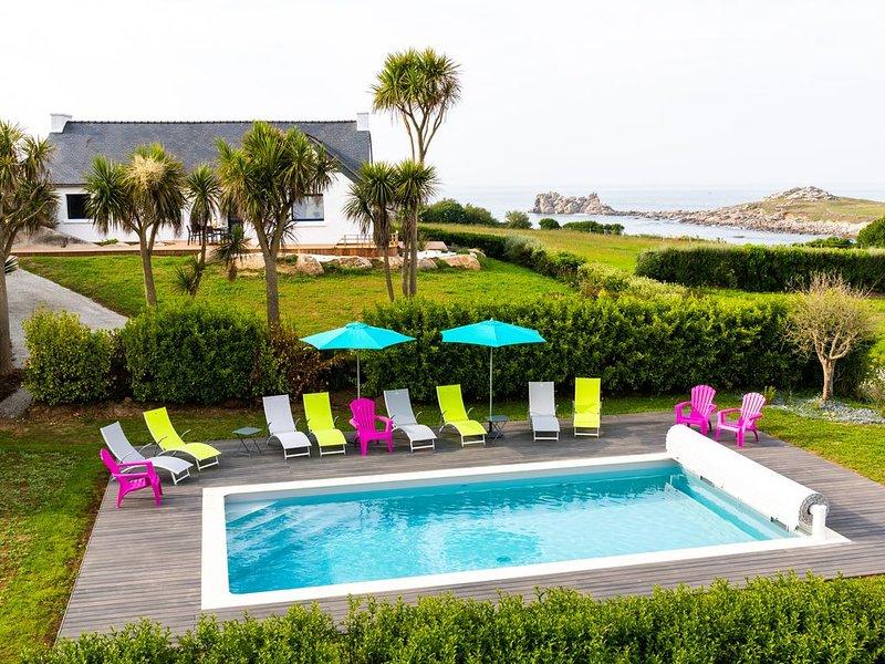 MAISON DU PECHEUR- Vue panoramique 50m de la mer - accès wifi - Piscine chauffée, holiday rental in Cleder