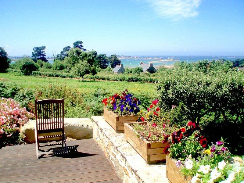 Demeure de Prestige en Granit avec Vue Sur Mer dans un Parc Arboré, location de vacances à Plougrescant