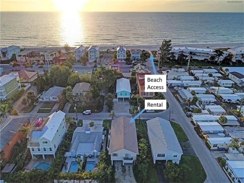 Pricing Specials!  2 BR 2 Full BA on Anna Maria Island just steps to Beach!, alquiler vacacional en Bradenton Beach