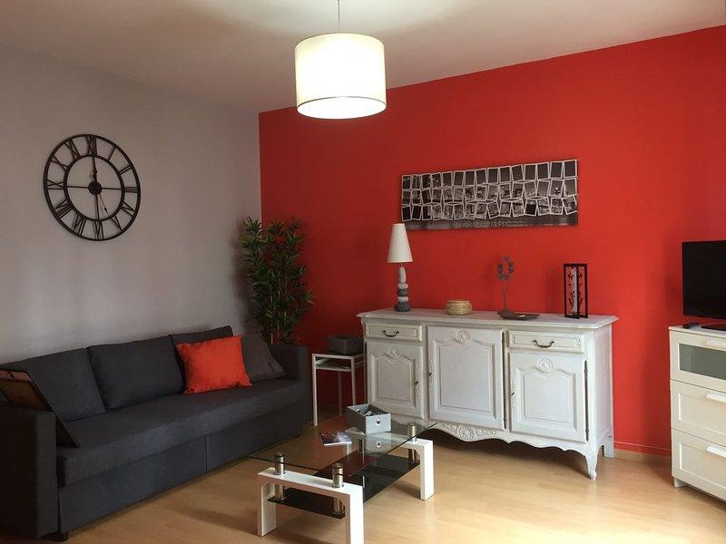 APPARTEMENT CENTRE VILLE 2 pièces spacieux et lumineux pour 4/5 personnes, location de vacances à Deauville