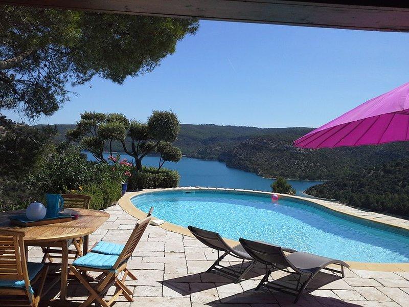 Panoramique exceptionnel - Accès direct lac d'Esparron - 5 min station thermale, location de vacances à Valensole