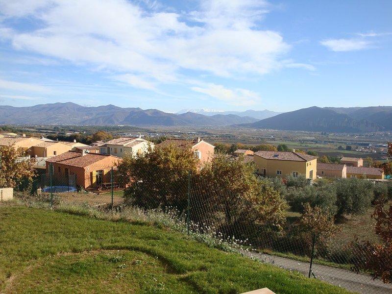 Au coeur de la provence, pour les vacances , jolie villa avec une superbe vue, holiday rental in Cruis