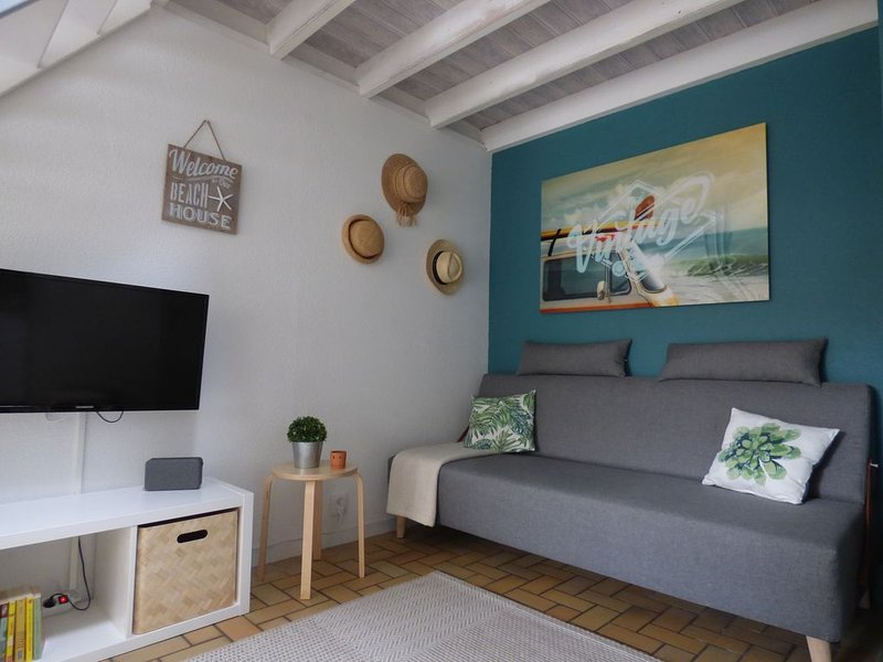 Maison dans résidence avec piscine, à 900m de la mer., holiday rental in Landevieille