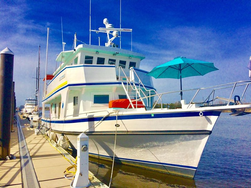 Floating Paradise Docked in Downtown Fort Myers, vacation rental in Fort Myers