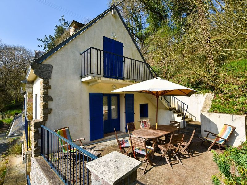 Peaceful Holiday Home in Yvias with Garden, holiday rental in Pommerit-le-Vicomte