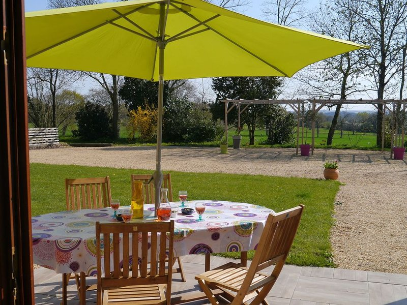 Charming and modern gîte with heated swimming pool in rural setting near Angers, holiday rental in Thorigne d'Anjou