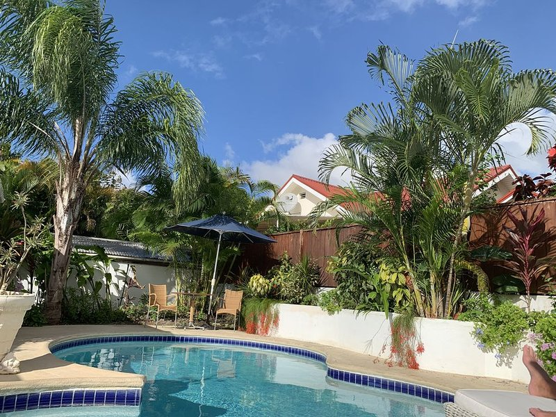 PRIVATE VILLA WITH POOL ON BEAUTIFUL WEST COAST, aluguéis de temporada em Holetown
