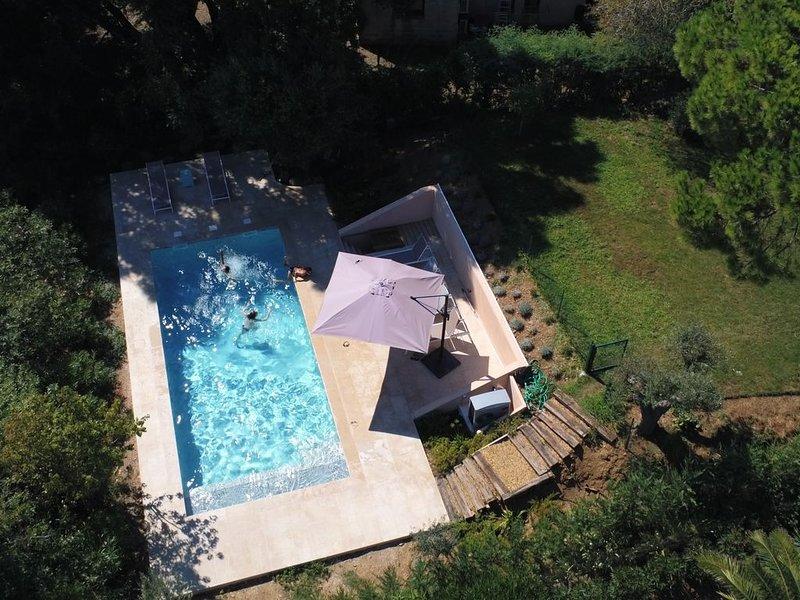 Villa avec piscine, centre de La Croix, vue mer, aire de jeu, a 2 km des plages, location de vacances à La Croix Valmer