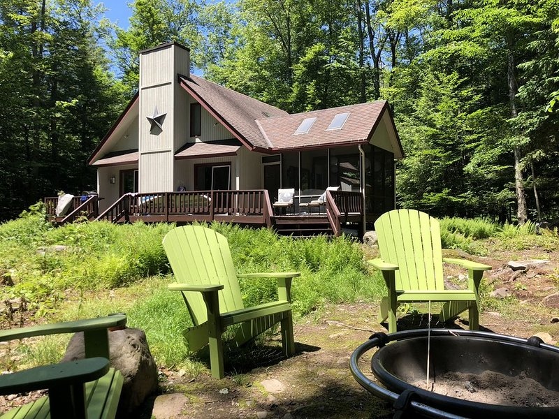 Private/Peaceful Lake Naomi Cottage On Deer Trail Lake, casa vacanza a Pocono Pines