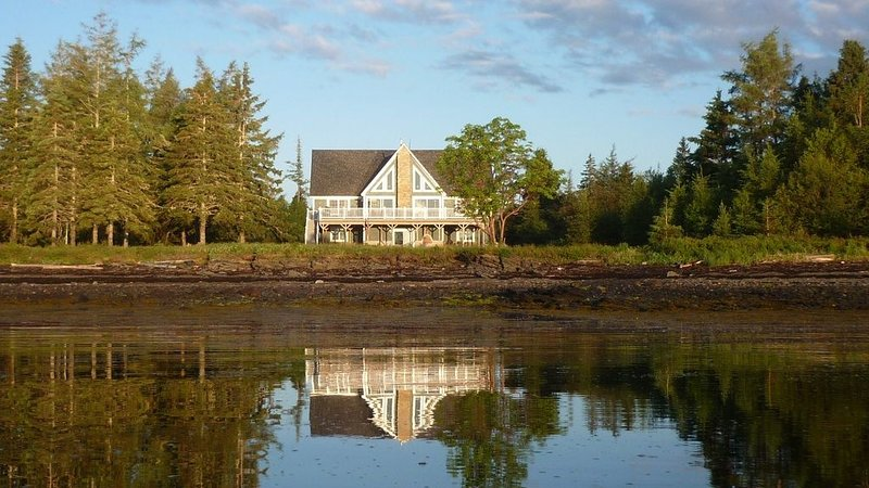 The Ocean Front Cottage, vacation rental in Eastport