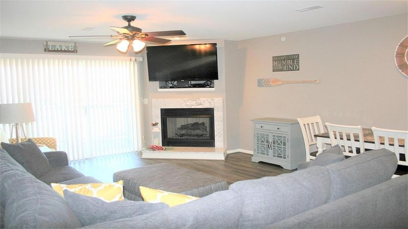 Beautiful Condo, Newly Remodeled, No Steps, vacation rental in Camdenton