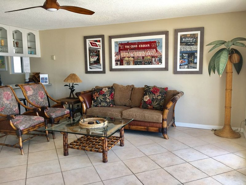 Panoramic Ocean View!! Oceanfront Duplex-Awesome Location - Upper Unit, vacation rental in Newport Beach