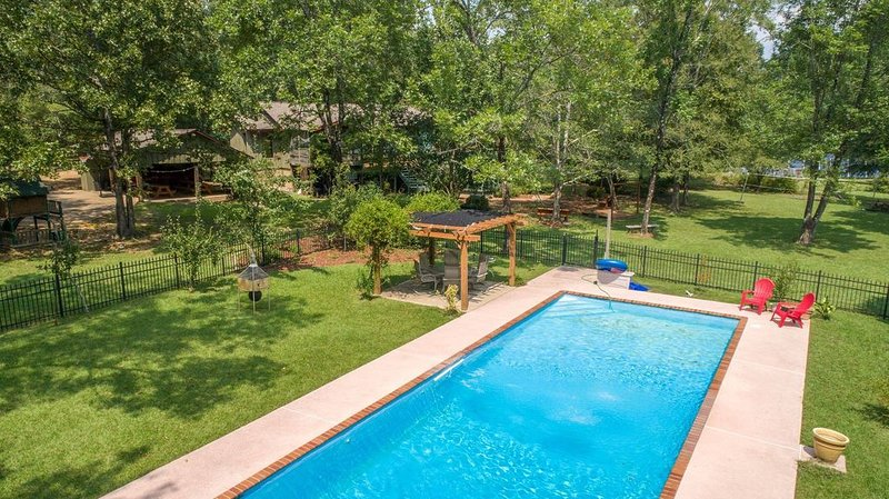 Large, Country Oasis with Farm Animals and Pool 6.3 Miles from MSU, vacation rental in Starkville
