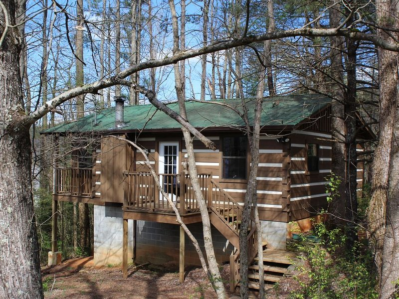 Newly renovated Treehouse cottage! Free WiFi! Stay a week & 7th night's FREE!, holiday rental in Townsend