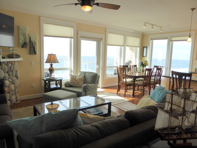 Discounts/Luxury Condo/Upper Floor Oceanfront/Balcony Hot Tub!, holiday rental in Lincoln City