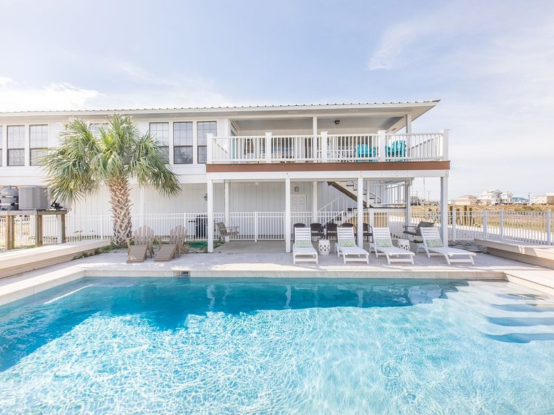 Great Family Getaway With A Pool! Paddle boards, bikes, and kayaks included!, alquiler de vacaciones en Gulf Shores