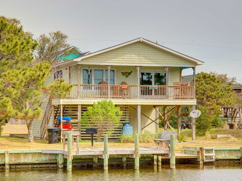 �️ Serene Retreat in Frisco w/ Water Views + Dock �, holiday rental in Frisco