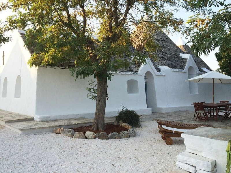 Independent Trullo in a Borgo, holiday rental in Selva