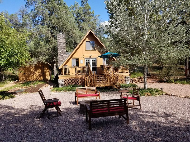Cozy Cabin at Water Wheel Falls on the East Verde River - Comfy & Clean!, alquiler vacacional en Star Valley