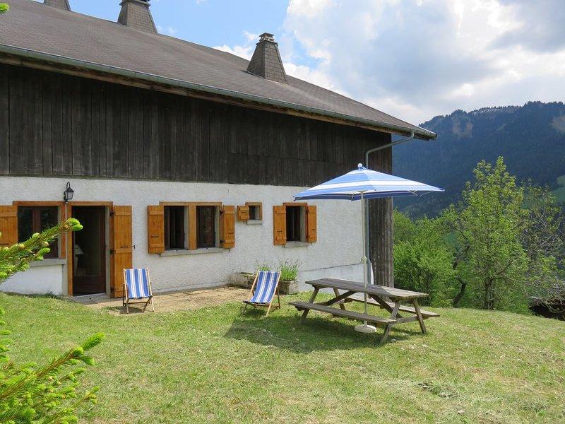 Appt dans chalet, 6 personnes, 2 chambres, terrasse privative, versant sud, location de vacances à La Chapelle d'Abondance