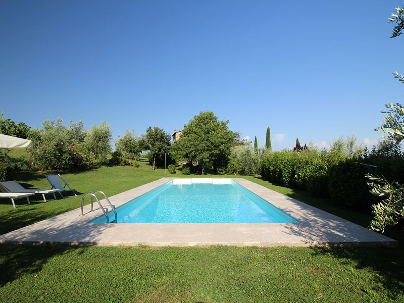 Arco al Poggio, Spacious Luxury apt in Chianti, Pool, Concierge, WiFi,  VIDEO!, location de vacances à San Gusme