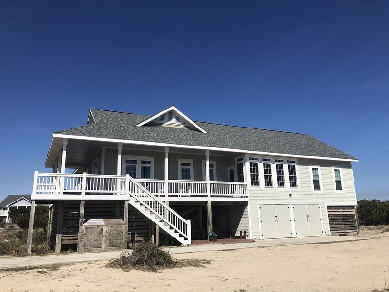 Upscale, Remodeled home - Steps to beach - close to shops and BHI Club, vacation rental in Southport
