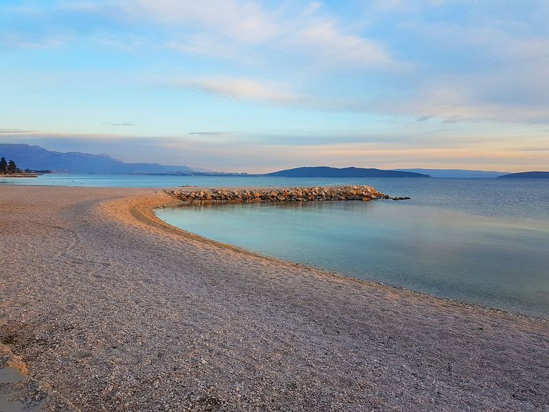 Liebevoll eingerichtete Ferienwohnung Mare in der Nähe von Split, aluguéis de temporada em Kastela