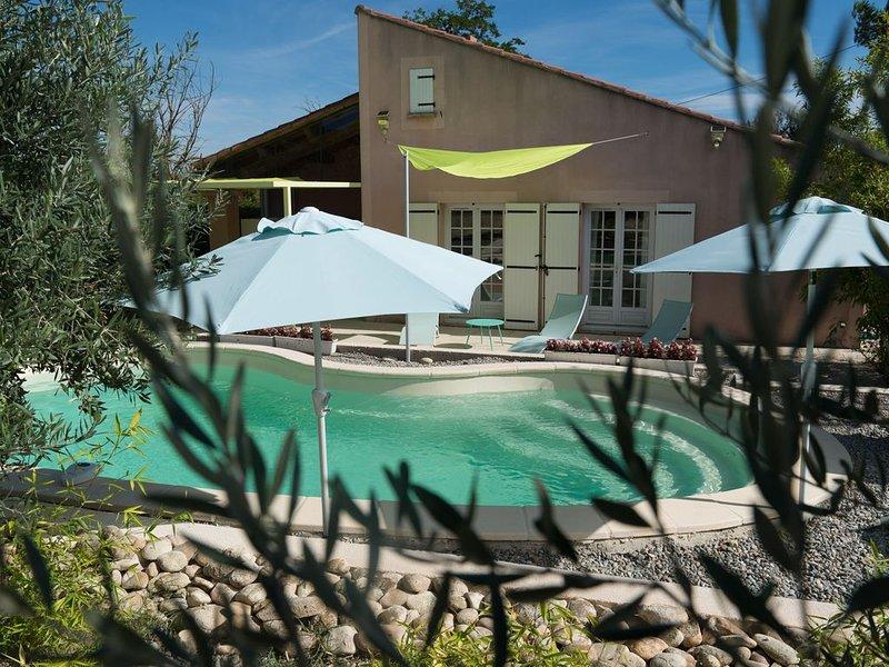 Grande villa meublée en Provence avec piscine privée, holiday rental in Saint Saturnin les Avignon