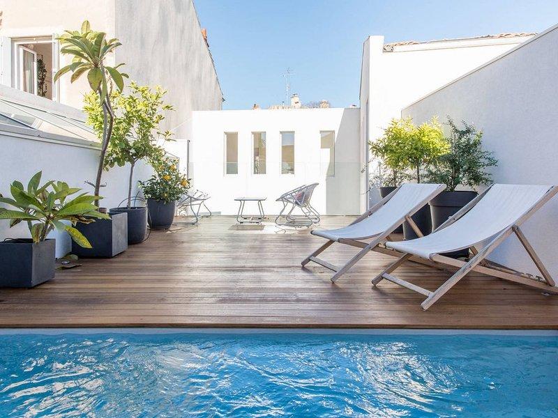 Maison Bourgeoise Nimes centre avec terrasse et piscine, holiday rental in Nimes