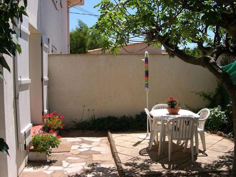 2 pièces &JARDIN Privé dans villa, PLAGE à pied, vacation rental in Fréjus