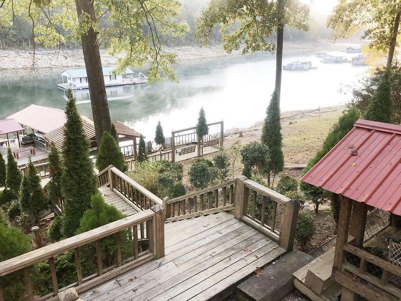 BEAUTIFUL VIEWS! 3 BRM,  2 Bath house 64 steps from Lake Norris, WIFI, alquiler de vacaciones en Sharps Chapel