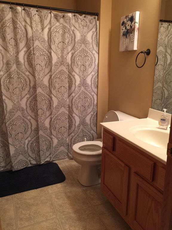 Queen Bedroom/Main Bathroom