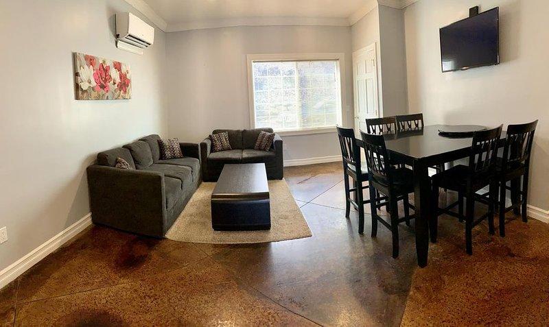 Watkins Glen 3-Bedroom Suites Unit 5, holiday rental in Elmira