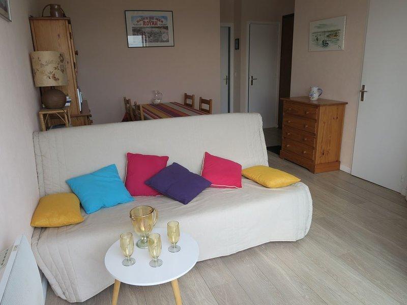 A 400m de la plage Royan-Pontaillac  appartement 2 pièces avec aperçus sur mer, holiday rental in Royan